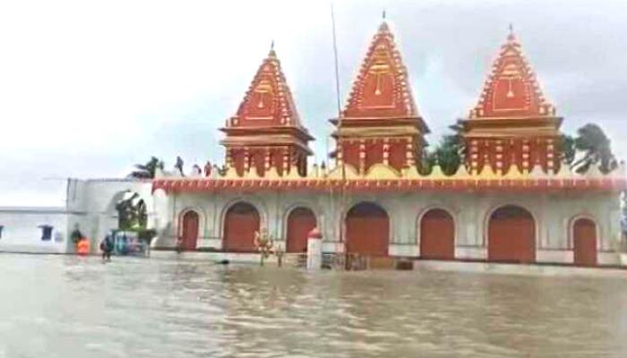गंगासागर के कपिल मुनि मंदिर में मंडरा रहा खतरा, डर है पहले की तरह समुंद्र में न समा जाए मंदिर
