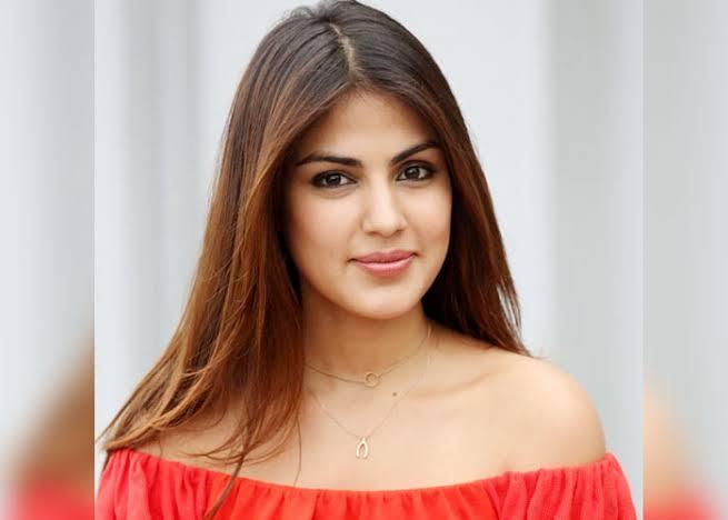 सलमान खान के शो बिग्ग बॉस 15 में रिया चक्रवर्ती हिस्सा बन सकती हैं,स्टूडियो के बाहर दिखाई दी।
